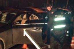 В Киеве расстреляли авто бизнесмена: мужчина убит, дети в больнице