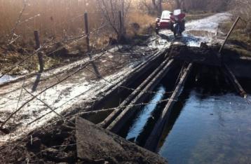 НВФ взорвали мост на Луганщине, движение ограничено
