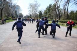 В Одессе возле памятника Неизвестному матросу произошли потасовки