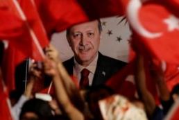Сторонники Эрдогана побеждают на референдуме в Турции. В Стамбуле протесты