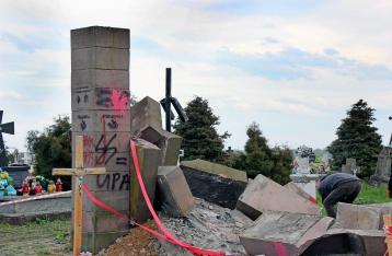 В Польше националисты разобрали памятник воинам УПА