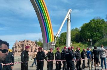 Активисты остановили раскраску арки Дружбы народов