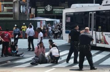 Автомобиль врезался в толпу в Нью-Йорке: 10 пострадавших