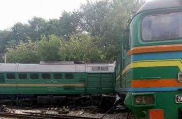 На Хмельнитчине столкнулись грузовой и пассажирский поезда: пострадали дети