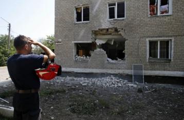 НВФ обстреляли Марьинку: ранены двое местных жителей
