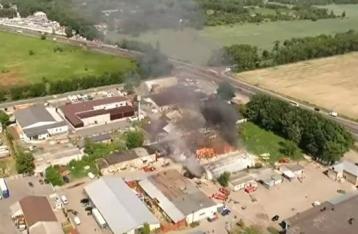 В Броварах загорелись склады с древесиной