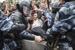 На митингах в России задержали более тысячи человек