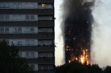 Число жертв пожара в лондонской многоэтажке возросло до 12
