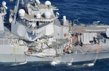 Американский эсминец столкнулся с контейнеровозом у берегов Японии