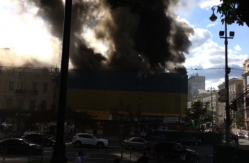 На Крещатике горит здание бывшего Центрального гастронома