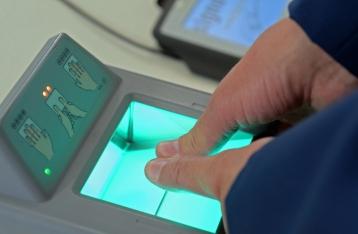 Турчинов: При въезде в Украину у россиян будут отбирать биометрические данные