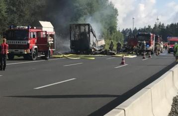 В Баварии после ДТП сгорел автобус с туристами