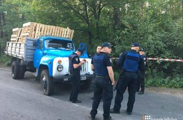 В Киеве на Оболони устроили стрельбу из-за вырубки леса