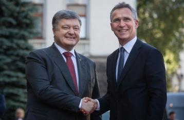 Порошенко: Украина пока не будет подавать заявку на членство в НАТО
