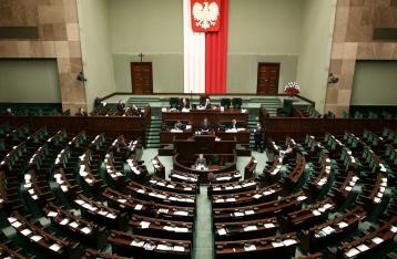 Сенат Польши ночью принял закон о судебной реформе