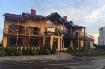 В Луцке неизвестные подожгли гостинично-ресторанный комплекс
