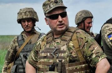 Турчинов требует повысить зарплаты военным: кто не согласен – доказывайте позицию в окопе