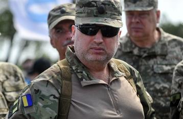 Турчинов: Россия готовится к большой войне с Западом