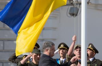 Порошенко: Оккупантов от украинского флага корчит, как чертей от ладана