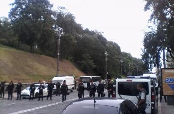 Взрыв на Грушевского: Луценко заявил, что взрывчатку бросали в авто с военными