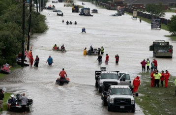 Жертвами урагана в США стали уже 30 человек, введен комендантский час
