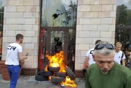 Активисты разгромили магазин, где были стерты патриотические граффити
