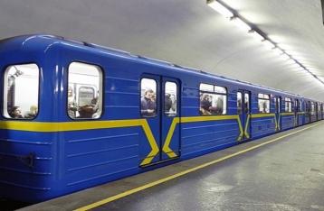 В киевском метро остановили поезда  на «синей» ветке из-за задымления