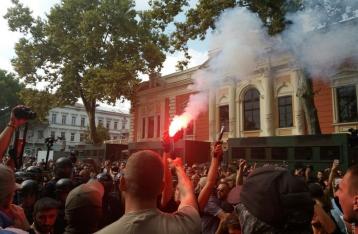 В Одессе из-за драки под горсоветом прервали сессию