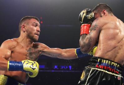 Ломаченко победил Линареса и завоевал титул WBA в легком весе