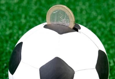 По подозрению в организации договорных футбольных матчей задержали 50 человек