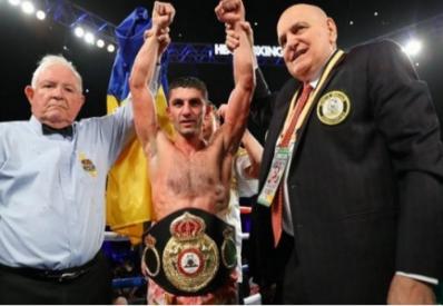 Украинец Далакян защитил титул чемпиона мира по боксу
