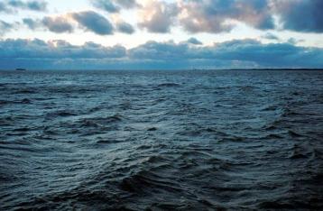 На Балтике за борт судна выпал украинский моряк