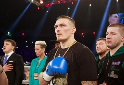 Усик отказался от чемпионского пояса и боя с россиянином