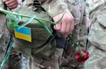 В зоне ООС из-за неправильного обращения с оружием погиб  военнослужащий, 3 – ранены