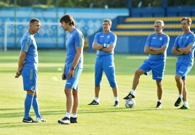 Шевченко официально продлил контракт со сборной Украины