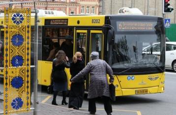 Льготники смогут пользоваться транспортом в Киеве по проездным старого образца