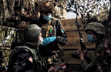 На фронте один военный погиб, трое ранены