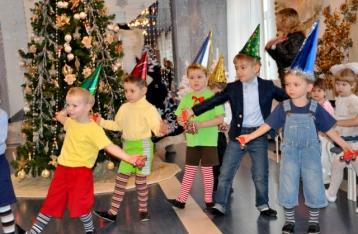 Новогодние праздники в детсадах и школах Киева пройдут без родителей и гостей