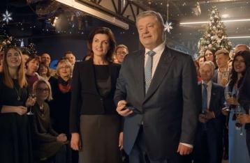 Два телеканала снова показали поздравление Порошенко вместо Зеленского