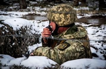 Резкое обострение на Донбассе: 20 обстрелов, 1 военный погиб, 2 – ранены