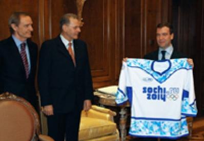 Новый логотип Олимпиады-2014 в Сочи: Рогге в восторге, Медведев в футболке