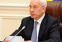 Азаров: Кабмин работает над тем, чтобы люди не уезжали из страны