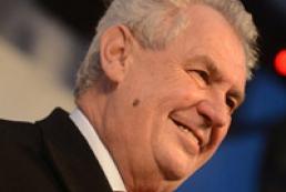 Земан лидирует во втором туре выборов президента Чехии