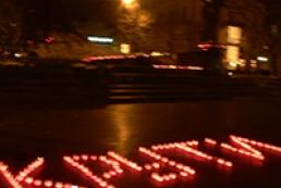 Янукович призвал преклонить головы перед героями Крут