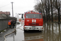 На Закарпатті затопило трасу «Київ-Чоп»
