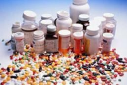 Азаров поручил урегулировать вопрос о лицензировании импорта лекарств