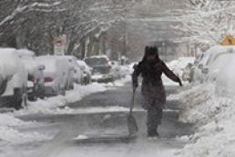 Жертвами снежной бури в США стали не менее десяти человек