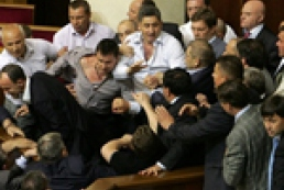Депутаты на работе теряют зрение и ломают ребра