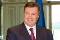 Янукович розпорядився гідно відсвяткувати 17-ту річницю Конституції