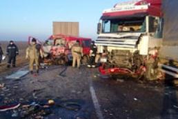 На Херсонщине микроавтобус протаранил грузовик, четыре человека погибли